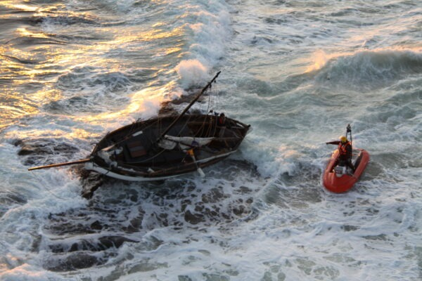 RescueRunner helping stranded sailboat
