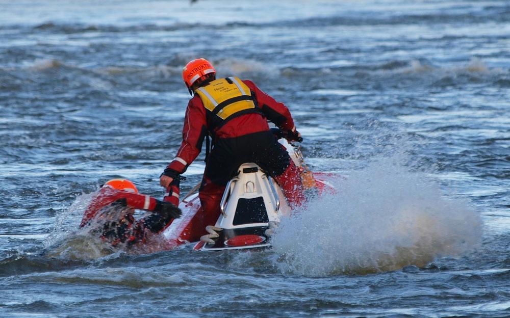 Brannvesenet in action with their RescueRunner in Norway.