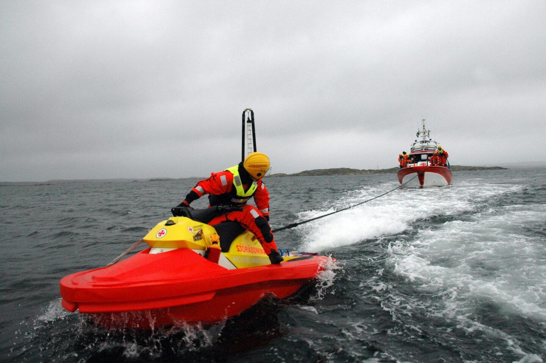 Rescuerunner towing Sea Rescue Vessel